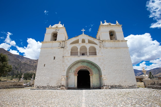 페루 카바나 콘데의 산 페드로 데 알칸타라 교회