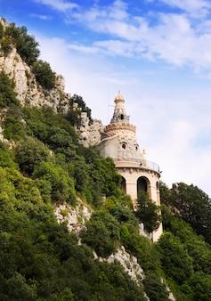 Святилище кверальта в пиренеях. каталония