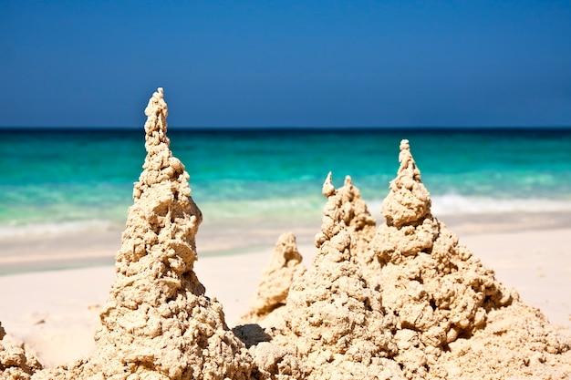 해변의 모래에 모래 성