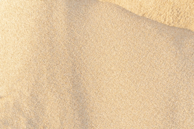 砂のテクスチャの背景。熱帯のビーチの茶色の砂漠のパターン。閉じる。