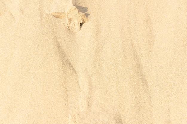 Предпосылка текстуры песка на пляже. светло-бежевый узор текстуры морского песка, предпосылка песчаного пляжа.