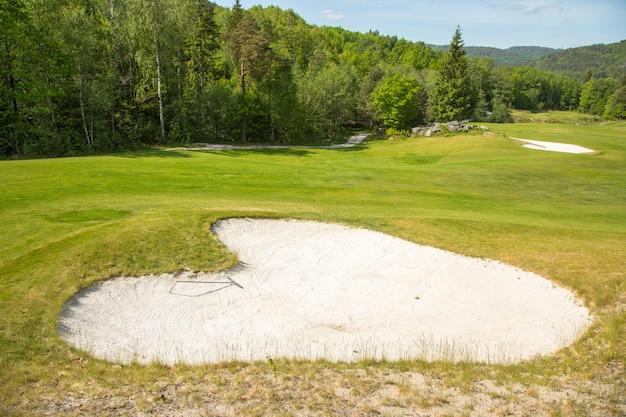 골프 코스 모래 벙커 심장 모양의 모래 함정