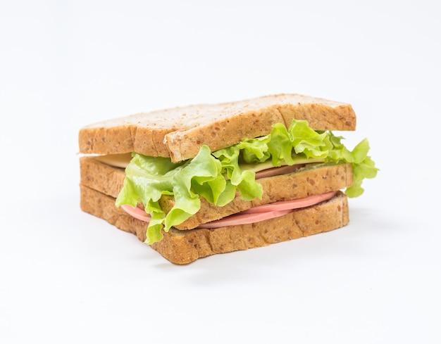白い背景で隔離のサンドイッチ