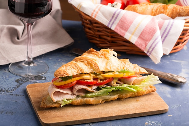 Sandwich prepared from croissant