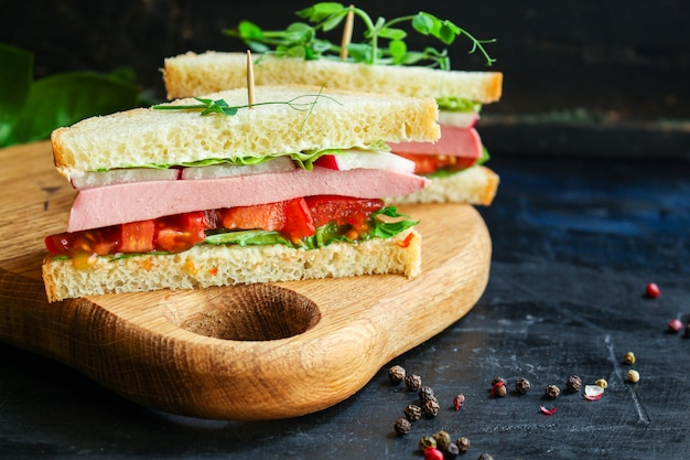 Sandwich sausage, vegetables, tamato, lettuce