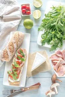 Бутерброд со сливочным сыром и курицей