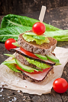 Sandwich with ham and fresh vegetables