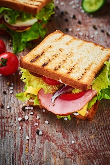 Sandwich with lettuce and ham