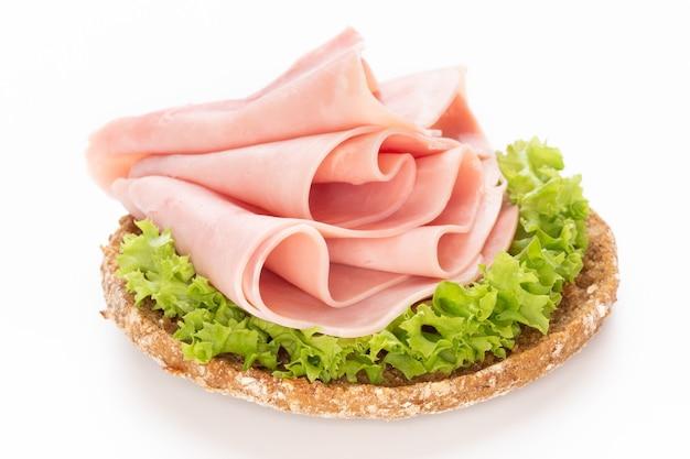 Сэндвич со свининой на белом фоне