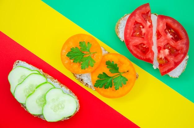 Состав бутербродов на разных фонах