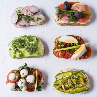 Sandwiches or tapas with bread, cream cheese, vegetable.