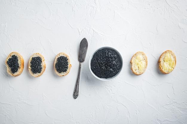 黒キャビアのサンドイッチ