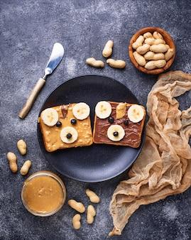 Бутерброды с арахисовым маслом в форме мишки