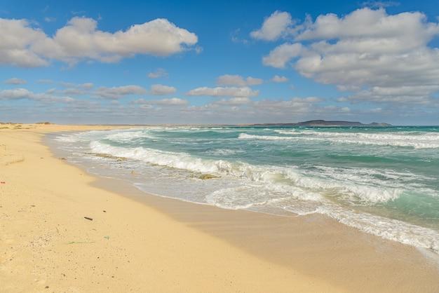 Песчаный пляж на кабо-верде