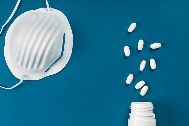病気の人をケアし、伝染を避けるための衛生マスクと薬