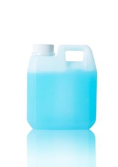 消毒剤ガロンアルコールゲルは、白い背景の上のウイルス細菌伝染性covid19病気分離株を保護します