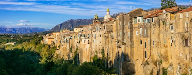 Sant'agata degoti-岩の上の印象的な中世の町。イタリア、カンパニア