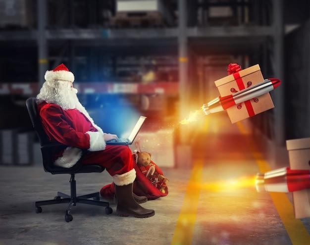 サンタクロースはラップトップからオンライン注文を配信します