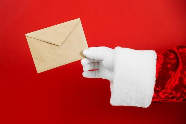 산타 클로스 손을 잡고 편지와 공예 봉투