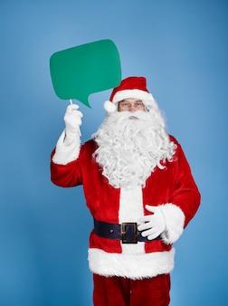 Санта-клаус держит речевой пузырь на студии выстрел