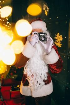 카메라에서 사진을 만드는 산타 클로스