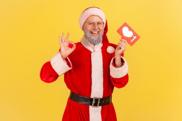 재미있는 블로그를 팔로우할 것을 권장하는 산타클로스, ok 사인을 보여줍니다.