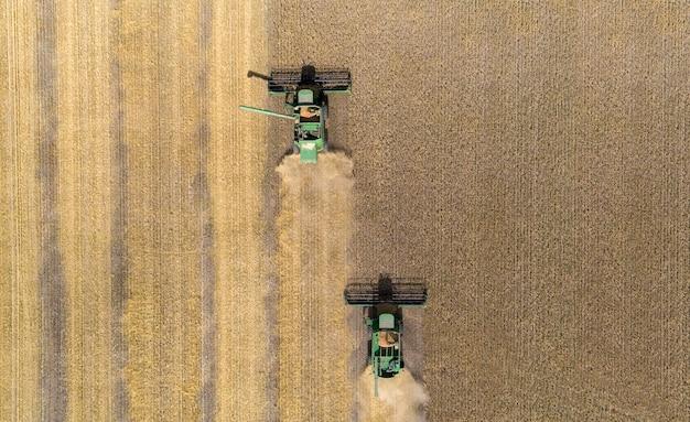 Санта-фе, аргентина, 21 ноября 2018 г .: вид с воздуха на урожай пшеницы, поля пшеницы.