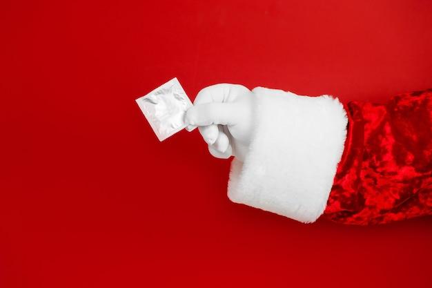 콘돔과 산타 손. 성 피임.