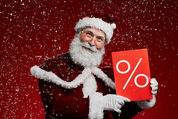 Санта холдинг продажа знак в снегу