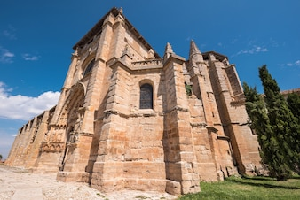 Санта-Мария-ла-Реаль церкви в Olmillos-де-Сасамон, Бургос, Испания.