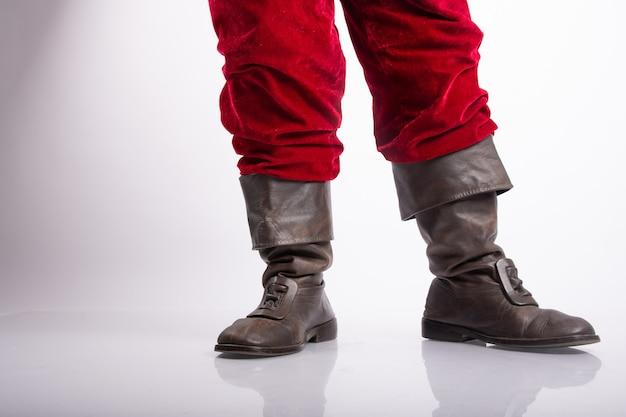 Туфли санта-клауса или сапоги в белой стене