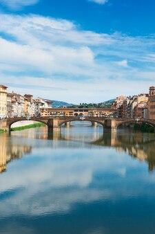 이탈리아 피렌체 아르노 강 위의 산타 트리니타 다리