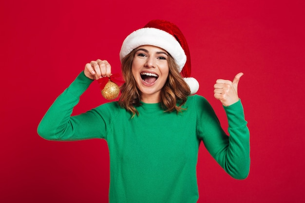 Женщина нося santa шлема рождества