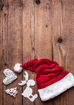 サンタ帽子、クリスマスセット、ギフト、クリスマスツリー。