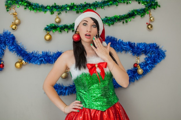 산타 섹시 도우미 열정적 인 갈색 머리 엘프 의상