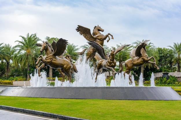 Санья, хайнань, китай - 19 февраля 2020 г .: atlantis sanya resort, самый роскошный курорт и аквапарк, расположенный на прекрасном побережье залива хайтан.