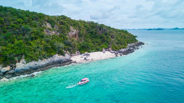 Вид с воздуха красивого острова в океане, sattahip таиланда.