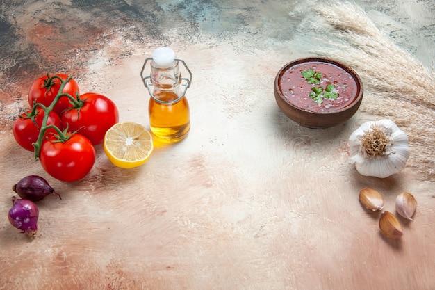 Salsa pomodori cipolla limone olio in bottiglia salsa all'aglio