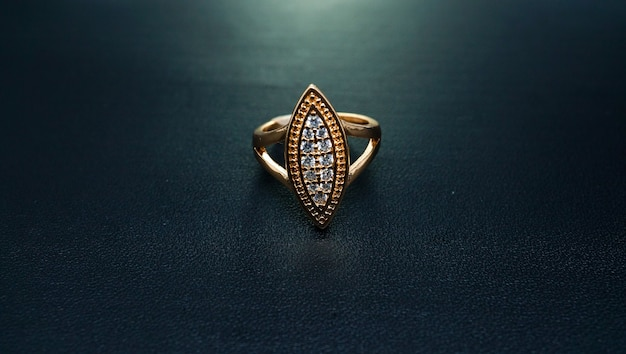 Женское золотое кольцо из саудовской аравии