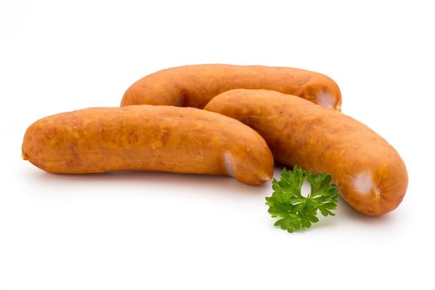 Колбаса и специи, изолированные на белом фоне, свежие вкусные сосиски.