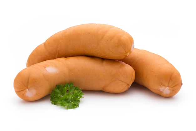 Колбаса и специи, изолированные на белой поверхности, свежие вкусные сосиски.