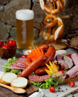 Колбасный набор и бокал пива