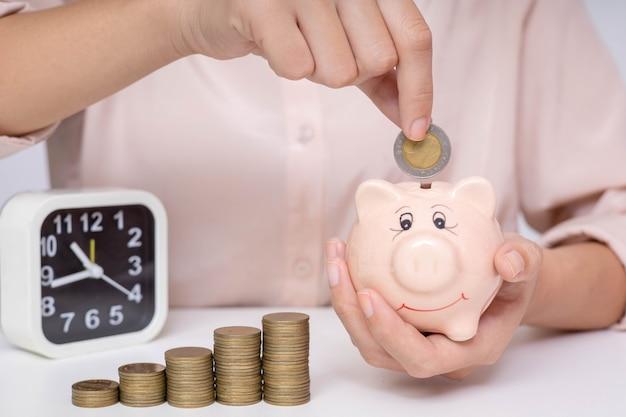 향후 투자 및 긴급 사용을위한 비용 절감
