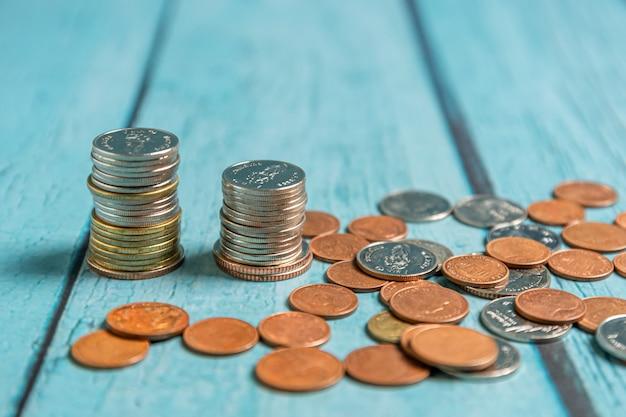 退職金と口座バンキングの概念のためにお金を節約する