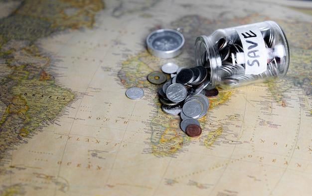 旅行や旅行のためにお金を節約する