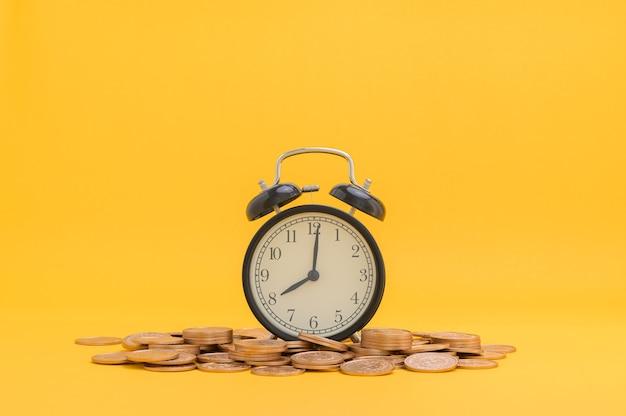 Экономьте деньги, инвестируйте в акции, финансовый рост, доход