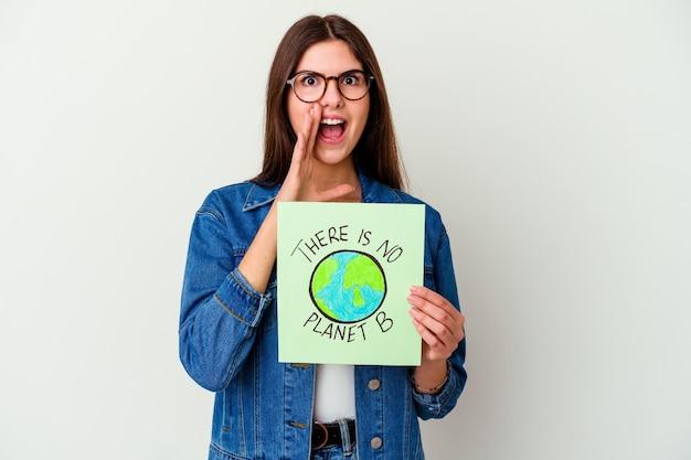 지구를 지키자. 텍스트가있는 포스터를 들고있는 젊은 백인 여성 : 행성 b가 없습니다.