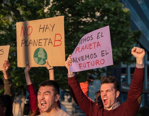 Спасите мир протеста крупным планом Бесплатные Фотографии