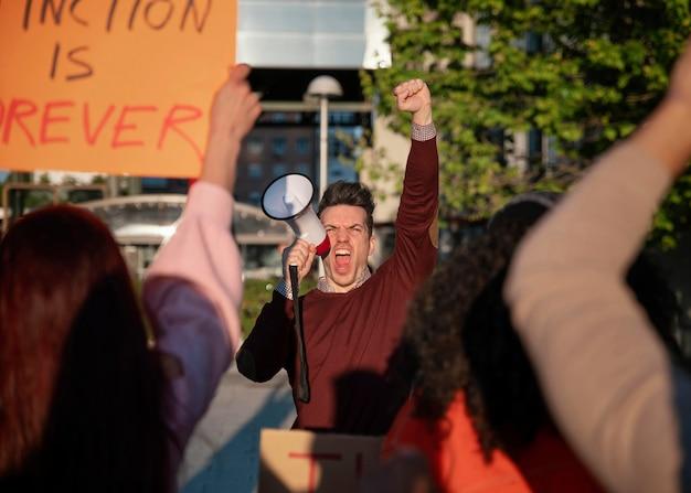 Salva il mondo protesta