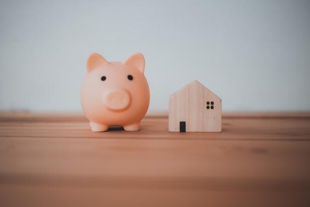 집과 부동산 구매를위한 돈 절약, 개념 절약